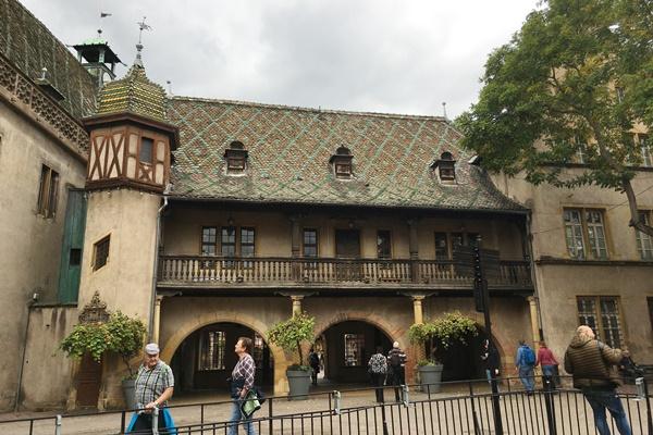 旧税関(Ancienne Douane)