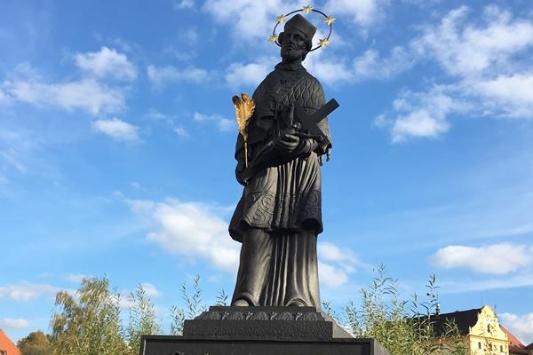 聖ヤン・ネポムツキーの像