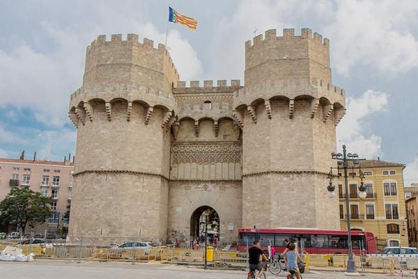 セラーノスの塔 TORRES DE SERRANOS