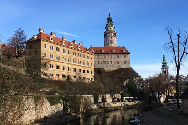チェスキー・クルムロフ城を見学しよう!外観から内部のツアーまで詳しく案内します。 cesky Krumlov castle チェコ