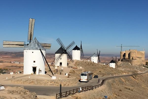ラ・マンチャ地方の風車の村 コンスエグラ スペイン