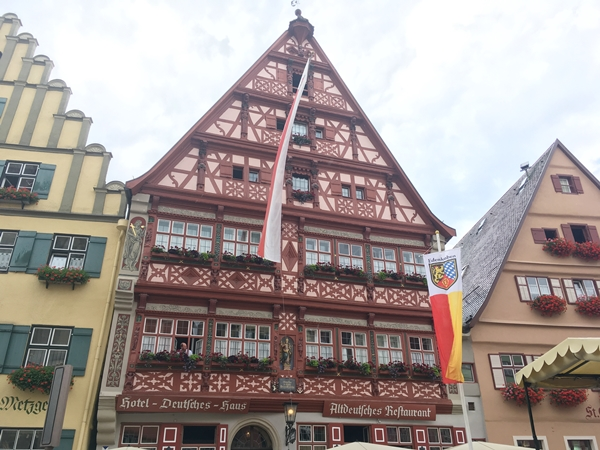ドイチェス・ハウス(Deutsches Haus)