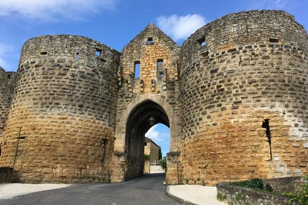 ドンムのトゥール門(Porte des Tours)