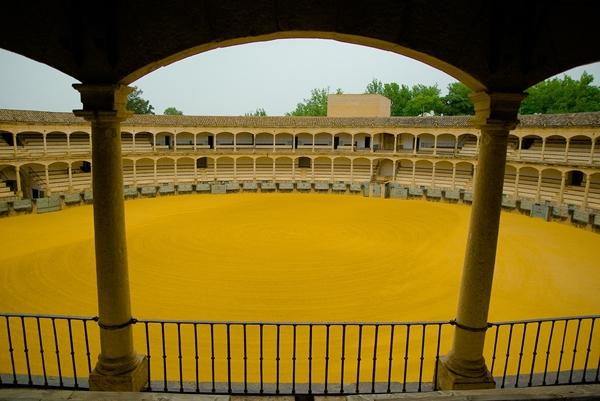 ロンダの闘牛場の黄色い砂