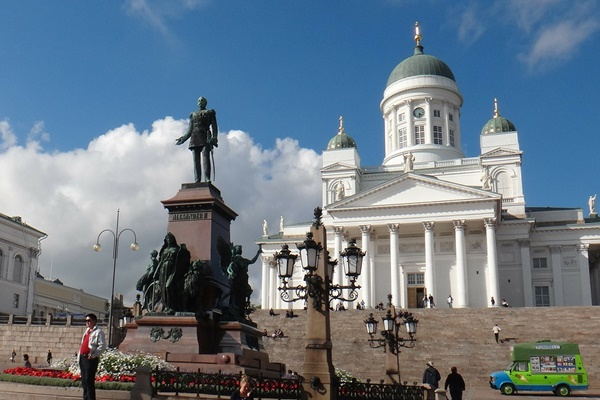 元老院広場(Senate Square)