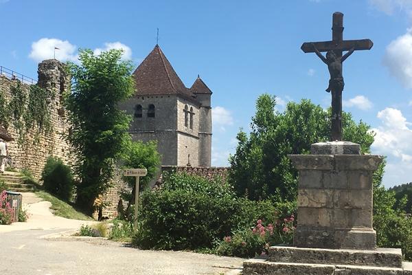 サンシルラポピーの十字架とシル教会